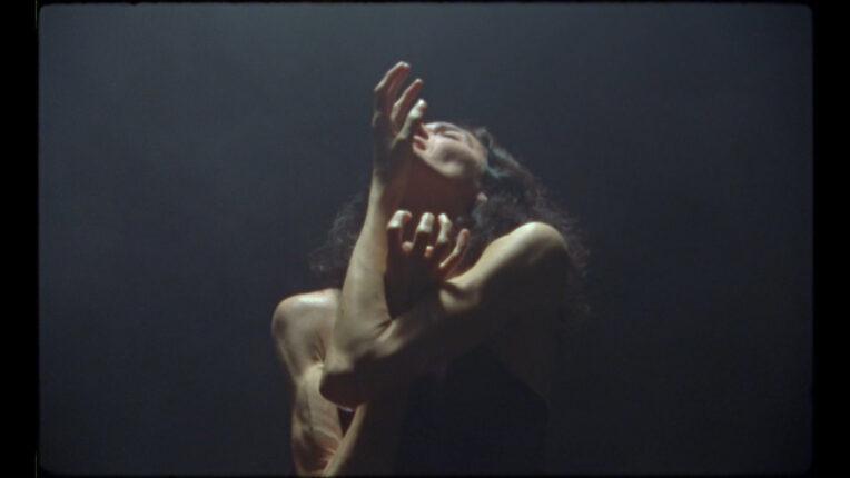 """HER Docs Film Festival – sekcja """"Ciało w ruchu"""": Kadr z filmu """"Wspomnienie obcej osoby"""""""