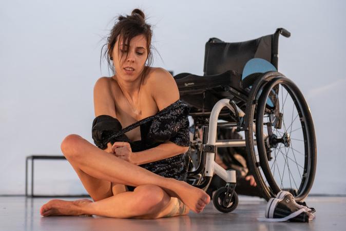 Zdjęcie: Naga i niepełnosprawna: ciało jako obraz siły i piękna