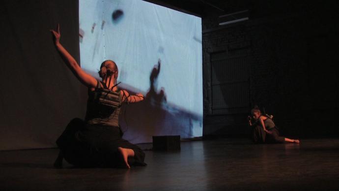 Zdjęcie: Naprawdę dobrze zrobić coś nie tak: cyber punkowy performance STRANGE LÓÓP
