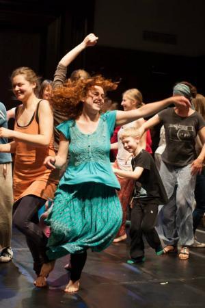 """Zdjęcie: Wrocław/VII Festiwal CYRKULACJE: Joanna Hussakowska """"5 rytmów"""" – fala"""