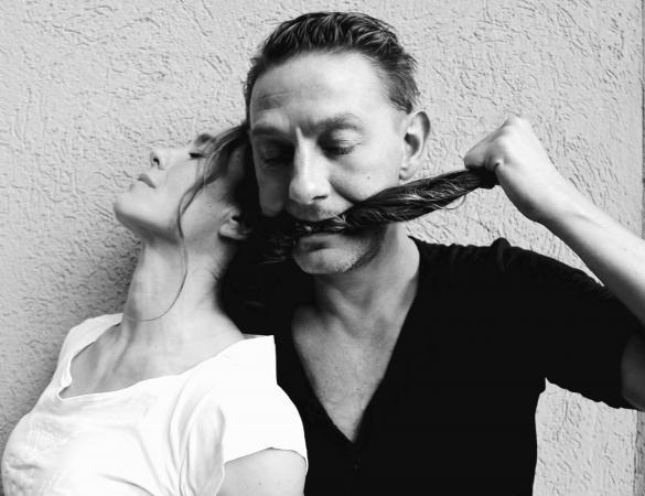 """Zdjęcie: Lublin/XX Międzynarodowe Spotkania Teatrów Tańca: Anna Krysiak, Wojciech Mochniej (Polska/Kanada) """"Uję(Ci)"""""""
