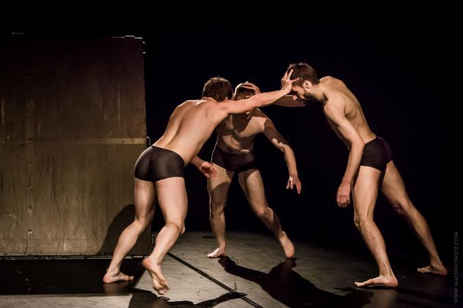 """Zdjęcie: Warszawa/Scena Tańca Studio II: Krakowski Teatr Tańca """"Kwadryga na TRZECH"""""""