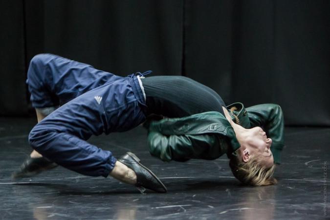 """Zdjęcie: VII Gdański Festiwal Tańca/""""Rezydencja/premiera 2015"""": Zuzanna Kasprzyk  """"Painkillers""""/Piotr Wach """"Święto wiosny"""" + WM2 """"Falling"""""""