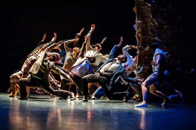 """Zdjęcie: Olsztyn/XXII Olsztyńskie Spotkania Teatralne: Polski Teatr Tańca """"Czterdzieści"""" – chor. Jo Strømgren"""