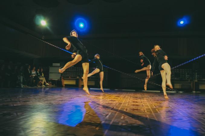 """Zdjęcie: Lublin/XX Międzynarodowe Spotkania Teatrów Tańca: Olga Labovkina (Białoruś) i """"Adoption"""" Anton Safonov  (Ukraina)""""Game Zone"""""""