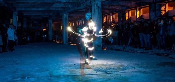 """Zdjęcie: Lublin: Patryk Lichota, Beata Mysiak – performans """"Lightskin"""""""