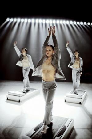 """Zdjęcie: Lublin/""""Kino mistrzów tańca"""": Nederlands Dans Theater – Wieczór 1: """"Move to Move"""", chor. Alexander Ekman, Sol Leόn i Paul Lightfoot"""