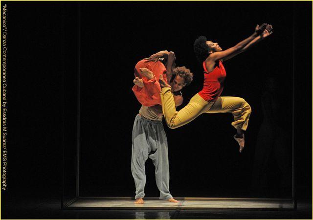 "Zdjęcie: Bydgoszcz/XX Bydgoski festiwal Operowy: Danza Contemporanea de Cuba (Kuba) – ""La Ecuacion""/""Folia""/ ""Pas de deux""z baletu ""El Dorado""/""Mambo"""