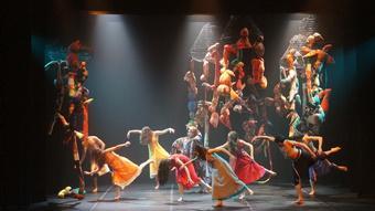 """Zdjęcie: Tarnów/II Festiwal Teatrów Tańca Scena Otwarta: Companhia de Danca de Almada (Portugalia) """"Casa do Rio"""""""