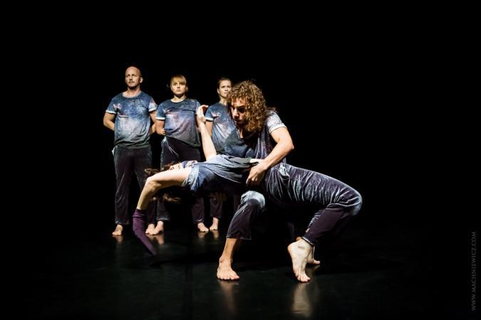 Zdjęcie: Kielce/Polska Sieć Tańca 2020/21: Krakowskie Centrum Choreograficzne Trans_Miss(i)on  chor. Iwona Olszowska, Ferenc Fehér