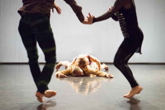 """Zdjęcie: Mrągowo/V MŁODE FORMY: Lubelski Teatr Tańca """"Historie, których nigdy nie opowiedzieliśmy"""""""
