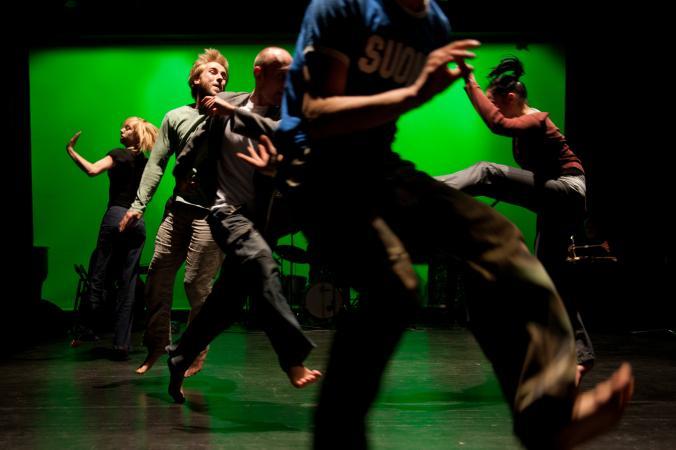 """Zdjęcie: Kraków/Scena dla tańca 2013/ Pracownia Fizyczna """"Zdarzenia"""" i """"Re:akcje"""":  Pracownia Fizyczna i goście – ZDARZENIA"""
