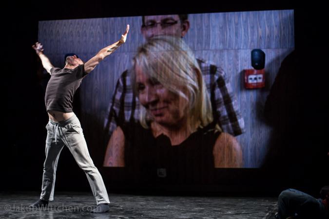 """Zdjęcie: Kraków/Scena dla tańca 2015/Goodbye Superman! Mężczyzna w polskiej choreografii: Mikołaj Mikołaczyk """"Projekt: Tomaszewski"""""""