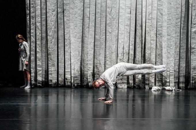 """Zdjęcie: Warszawa/Centrum Sztuki Tańca w Warszawie 2019: Artur Grabarczyk """"Męskie tańczenie"""" – warsztaty """"Release class"""""""