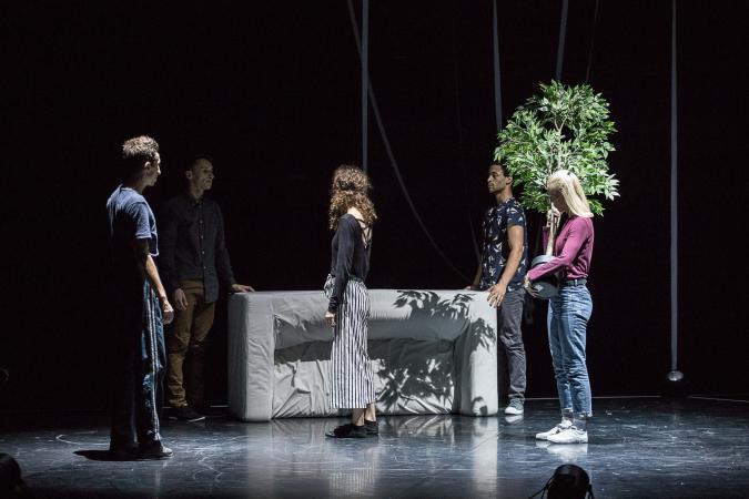 """Zdjęcie: Wrocław/Scena dla tańca 2019: Vagabond Physical Collective """"Lorem Ipsum"""" – reż. Paweł Urbanowicz"""