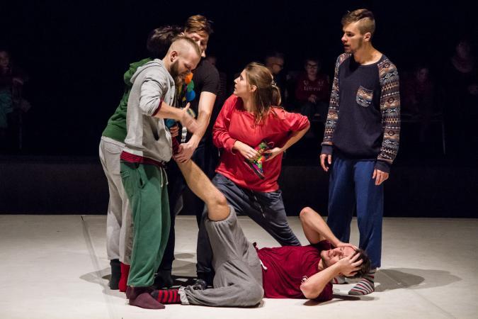 """Zdjęcie: Warszawa/Scena Tańca Studio 2016/II: Teatr ROZBARK """"czytANKI perFORMAtywne"""" – reż. i chor. Anna Piotrowska"""