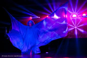 """Zdjęcie: Tarnów/II Festiwal Teatrów Tańca Scena Otwarta: Teatr AKT i MELKART BALL """"In BLUE"""""""