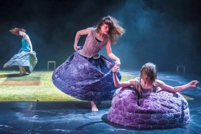 "Zdjęcie: Łódź/III Retroperspektywy 2014: DOT 504 Dance Company (Czechy) ""100 Wounded Tears"" – chor. Jozef Fruček i Linda Kapetanea"
