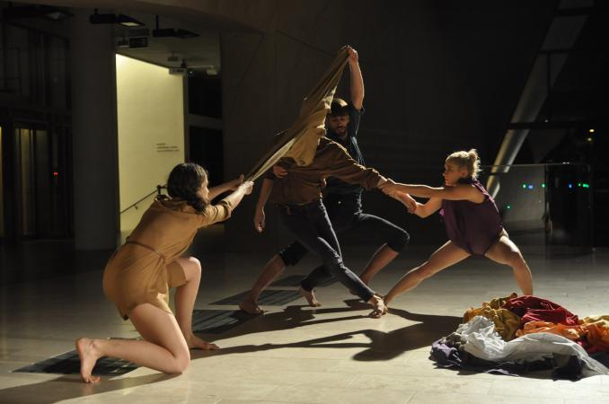 "Zdjęcie: Warszawa/Made in POLIN 2015: Krakowski Teatr Tańca ""Nesting"" – chor. Idan Cohen"