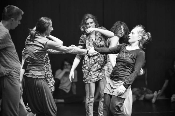 """Zdjęcie: Warszawa/Scena Tańca Studio III: """"Improwizacja à la Isadora Duncan? Wolność poprzez taniec"""" – warsztaty dla młodzieży gimnazjalnej i licealnej. Prowadzenie: Iwona Olszowska"""