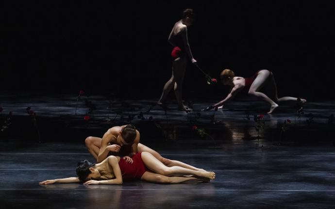 Zdjęcie: Bydgoszcz/Opera Nova: Szepty i cienie w choreografii Jacka Przybyłowicza