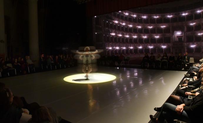 """Zdjęcie: Warszawa/XVIII Festiwal Ciało/Umysł: Alessandro Sciarroni """"CHROMA_don't be frightened of turning the page"""""""