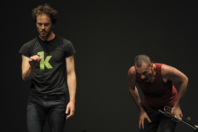 """Zdjęcie: Warszawa/VI Międzynarodowy Festiwal Improwizacji Tańca SIC!: Boris Charmatz, Mederic Collignon """"Improvisation"""""""