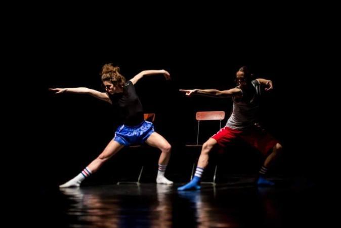 """Zdjęcie: Wrocław/VII Festiwal CYRKULACJE: Iwona Olszowska, Natalia Iwaniec """"Naiwny rekreacyjny taniec"""", solo Anny Piotrowskiej i jam"""