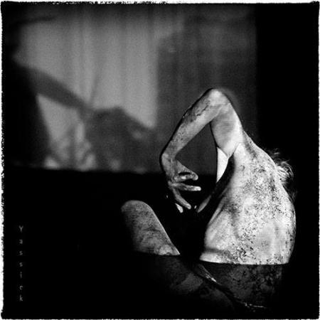 """Zdjęcie: Toruń/Alternatywne Spotkania Teatralne Klamra 2016: Katarzyna Pastuszak i Joanna Duda (Amareya Theatre & Guests) """"Yameru maihime_prolog"""""""