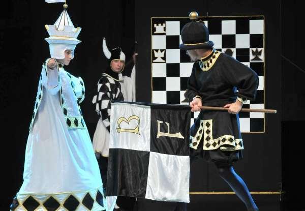 """Zdjęcie: Kraków/Scena dla tańca 2013/Niedziele dla tańca: Balet Dworski Cracovia Danza """"Szachy"""""""