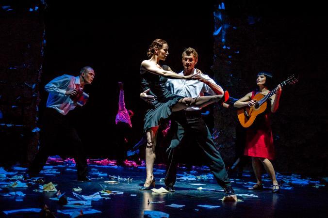 """Zdjęcie: Lublin/XX Międzynarodowe Spotkania Teatrów Tańca: Polski Teatr Tańca """"Czterdzieści"""" – chor. Jo Strømgren"""