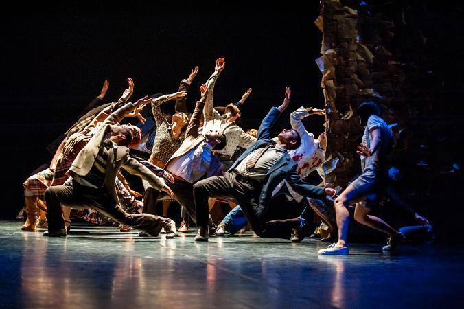 """Zdjęcie: Bełchatów: Polski Teatr Tańca """"Czterdzieści"""" – chor. Jo Strømgren"""