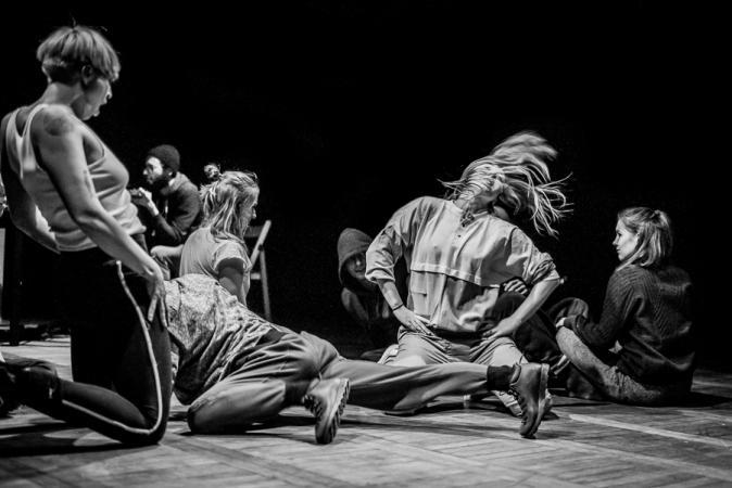 """Zdjęcie: Warszawa/Centrum Sztuki Tańca w Warszawie 2019: Aleksandra Bożek-Muszyńska, Zofia Tomczyk """"3×20"""""""