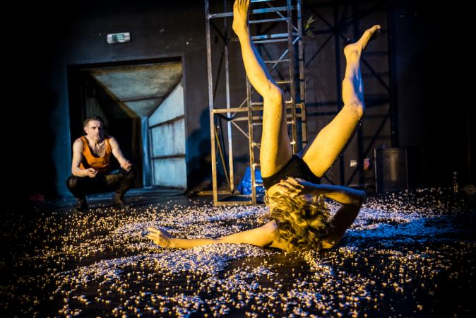 """Zdjęcie: Bydgoszcz/Festiwal Prapremier 2016: Teatr Polski """"Granice"""" – reż. Bartek Frąckowiak, chor. Iza Szostak"""