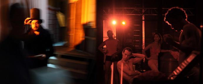 """Zdjęcie: Tarnów/II Festiwal Teatrów Tańca Scena Otwarta: Paula Kajzar i Antonio Pellicanò """"What is behind a curtain"""" – wystawa zdjęć"""