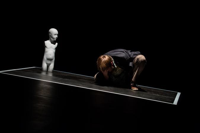 """Zdjęcie: Sopot/Teatr na Plaży: Teatr Warsawy """"toniejestpostawartystyczna"""" – reż. Anna Piotrowska"""