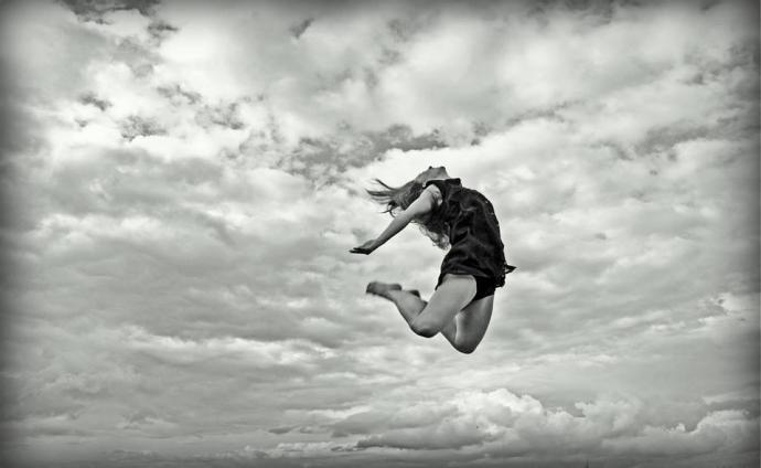 """Zdjęcie: Żary: Alicja Brzezicka """"Wakacje boso"""" – warsztaty tańca współczesnego"""