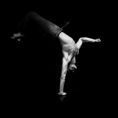 """Zdjęcie: Wrocław/III Laboratorium Ruchu ESK 2016: Marta Ankiersztejn """"Zatrzymać ruch, poruszyć fotografię"""" – warsztaty fotografii tańca"""
