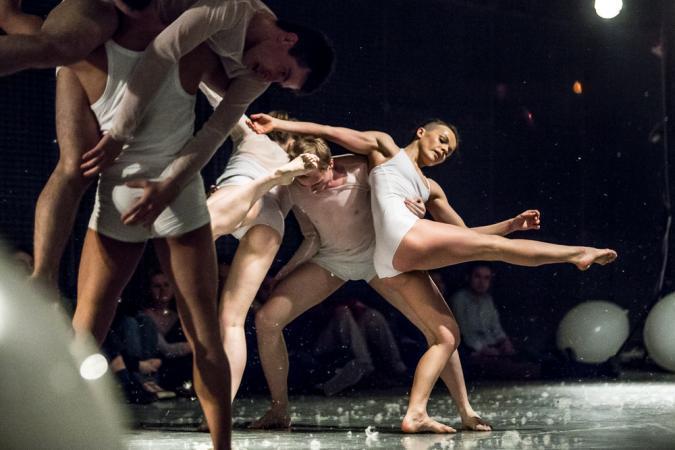 """Zdjęcie: Lublin/XIX Międzynarodowe Spotkania Teatrów Tańca: Podlaskie Stowarzyszenie Tańca """"Uroda życia"""" – chor. Karolina Garbacik"""
