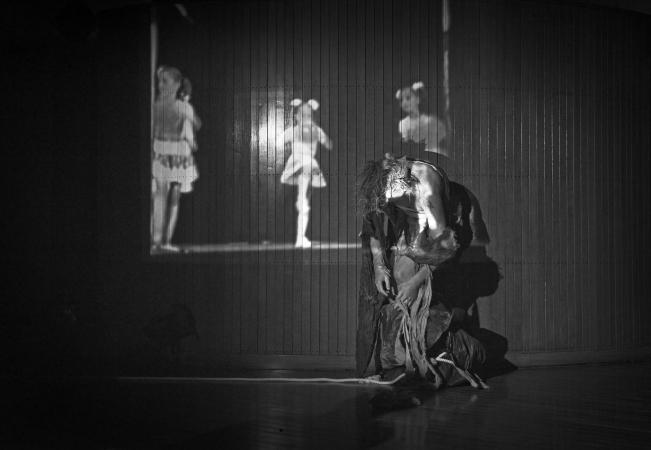 """Zdjęcie: Warszawa/XI Mózg Festival: Katarzyna Pastuszak i Joanna Duda (Amareya Theatre & Guests) """"Yameru maihime_prolog"""""""