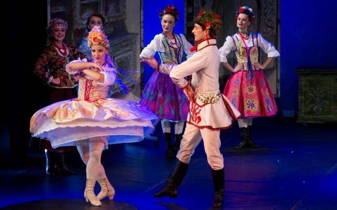 """Zdjęcie: Teatr Wielki – Opera Narodowa/X Dni Sztuki Tańca: Balet Cracovia Danza """"Wesele w Ojcowie"""" i """"Harnasie"""""""