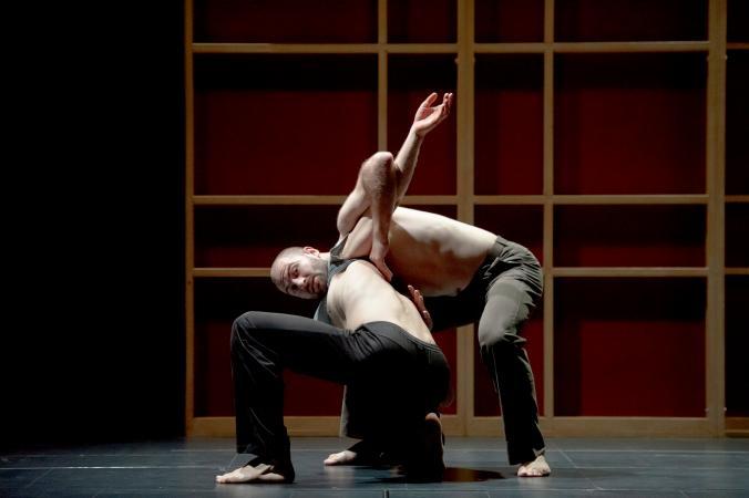 """Zdjęcie: Kina w Polsce: DV8 Physical Theatre """"John"""" – retransmisja z National Theatre"""