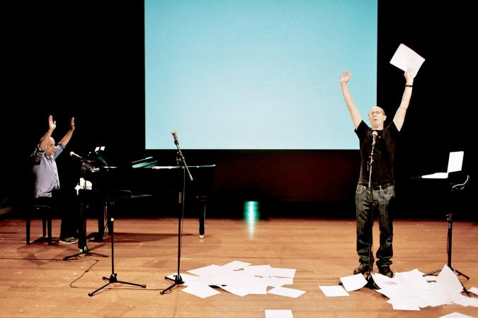 "Zdjęcie: Kraków/Festiwal KRoki 2014: Jonathan Burrows, Matteo Fargion ""Cheap Lecture"" i ""The Cow Piece"""