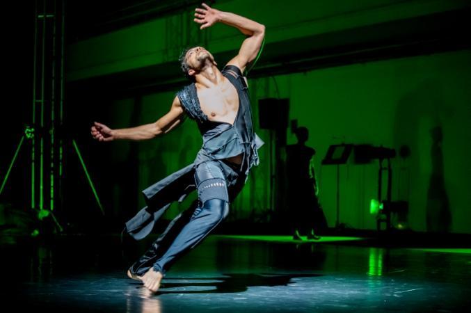 """Zdjęcie: Poznań/Polski Teatr Tańca: """"Architektura światła"""" – chor. Paulina Wycichowska, muz. PRASQUAL"""