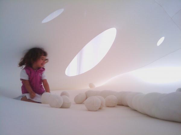 """Zdjęcie: Poznań/Stary Browar Nowy Taniec dla Dzieci 2014: Dalija Aćin Thelander – instalacja """"Baby Space"""""""