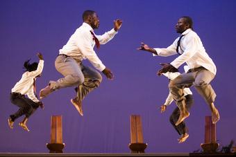 """Zdjęcie: Tarnów/II Festiwal Teatrów Tańca Scena Otwarta: JANT-BI (Senegal) """"Waxtaan """""""
