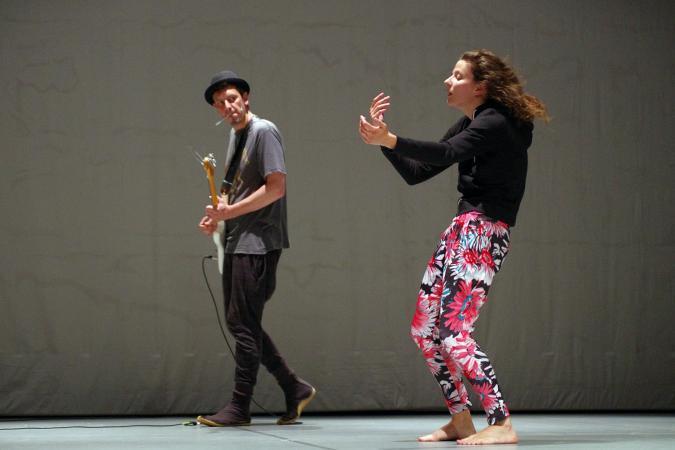 """Zdjęcie: Jelenia Góra/Scena dla tańca 2014/Taniec w teatrze: Izabela Chlewińska, Tomasz Bergmann """"DP1"""""""