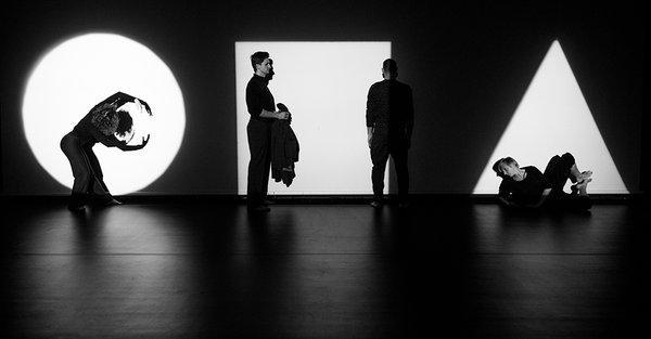 """Zdjęcie: Warszawa/Scena Tańca Studio 2016/II: Warszawski Teatr Tańca """"Kolarz. Niepowtarzalne zderzenie z czasoprzestrzenią"""""""